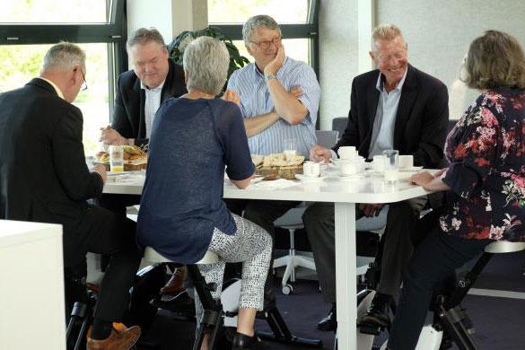 Dynamisch Ontbijten Eurodesk Business Furniture